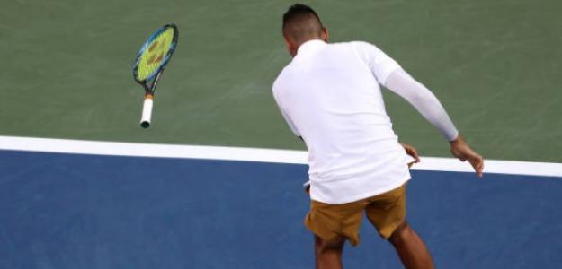 Kyrgios tirando su raqueta. Una imagen que se repitió a lo largo del partido. Foto: Getty
