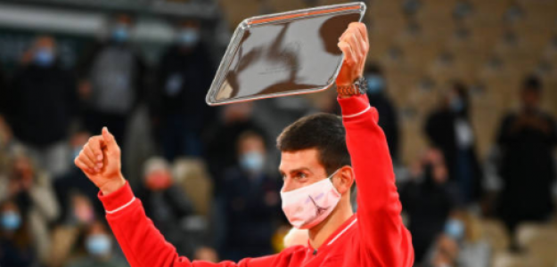 Novak Djokovic alaba a Rafael Nadal en Roland Garros 2020. Foto: gettyimages