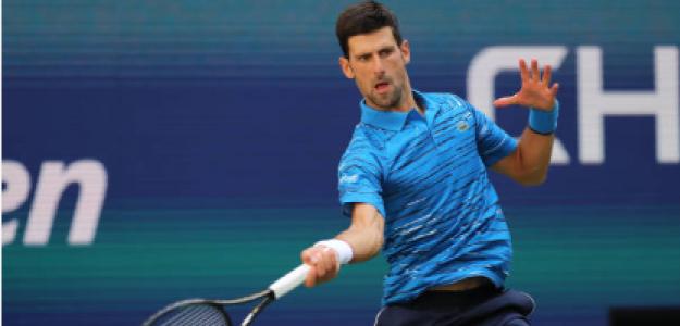 Djokovic golpea una derecha en su estreno. Fuente: Getty