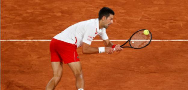 Novak Djokovic gana a Mikael Ymer en Roland Garros 2020. Foto: gettyimages