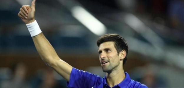 Novak Djokovic habla en una entrevista antes de debutar en Madrid.