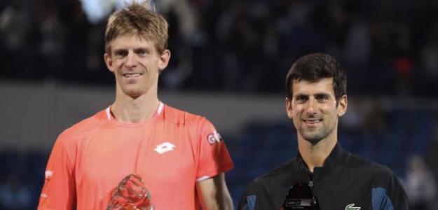 Kevin Anderson y Novak Djokovic en la entrega de trofeos. Fuente: Getty