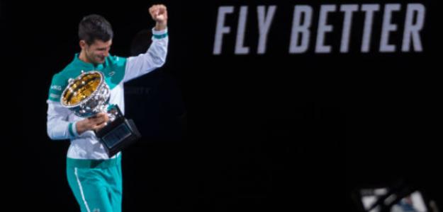 Novak Djokovic, con el título del Open de Australia. Fuente: Getty