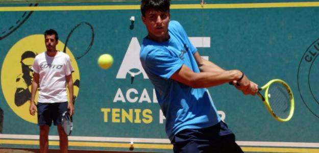 Pablo Llamas durante un entrenamiento en la Academia Tenis Ferrer. Fuente: ATF