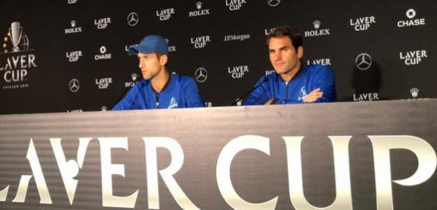 Novak DJokovic y Roger Federer hablando con la prensa. Fuente: Douglas Robson
