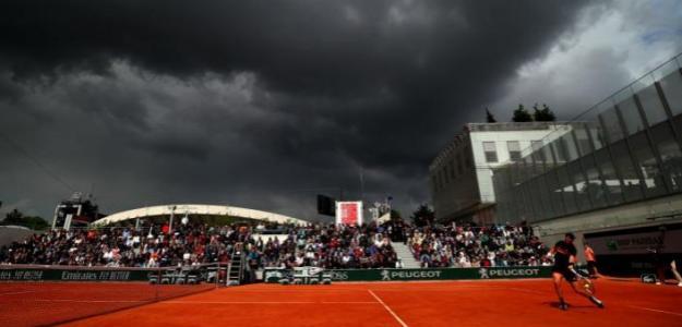 La lluvia obliga a parar el juego en París. Foto: BBC