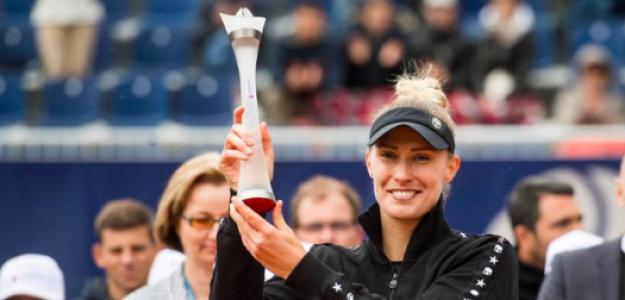 Polona Hercog posa con su última conquista. Fuente: WTA