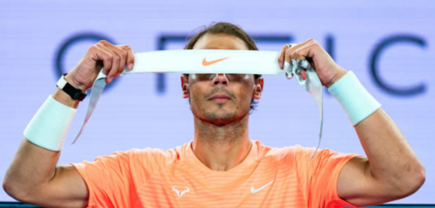 Rafa Nadal suspende su entrenamiento de hoy buscando mejorar de la espalda. Foto: Getty