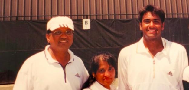 Rajeev Ram junto a sus padres