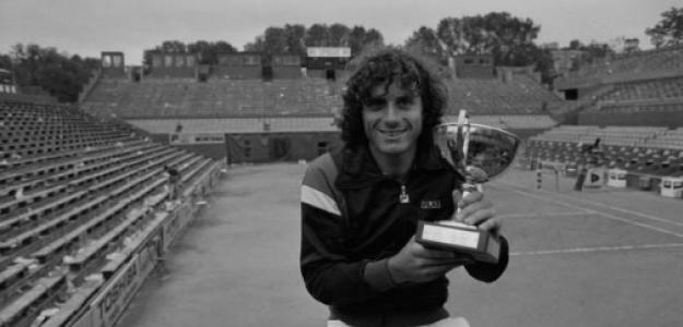 Guillermo Vilas con el título de Roland Garros 1977. Fuente: Getty