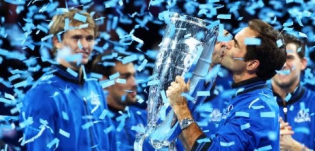 Roger Federer con el título de la Laver Cup. Foto: Getty Images