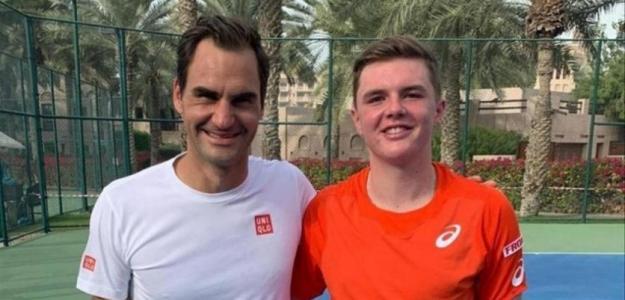 Roger Federer y Dominic Stricker. Foto: instagram