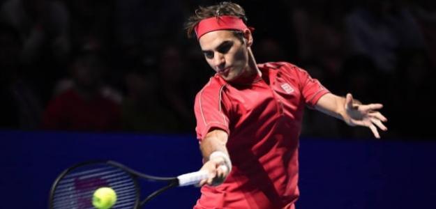Roger Federer, ejecutando una derecha en Basilea. Foto: Getty