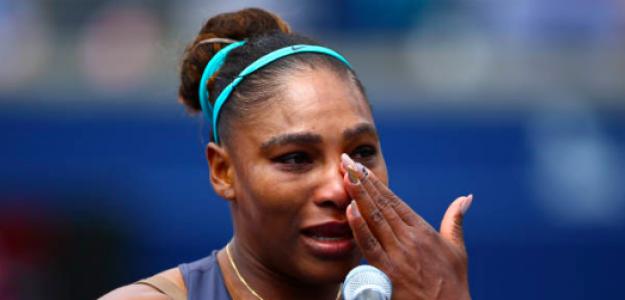 Serena llora en su discurso ante la multitud. Fuente: Getty