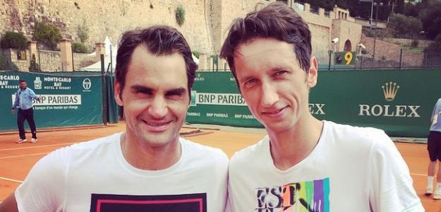 Stakhovsky junto a Federer. Foto: Stakhovsky