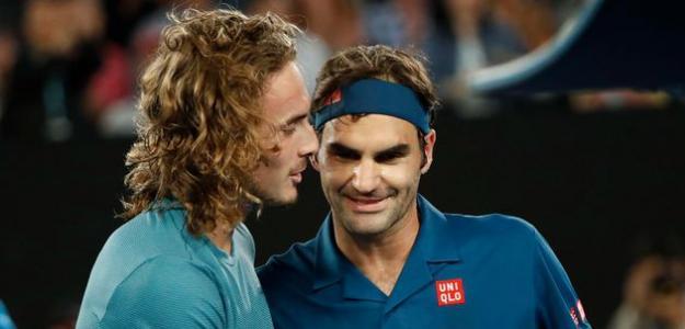 Stefanos Tsitsipas y Roger Federer en ATP 500 Dubai 2019. Foto: zimbio
