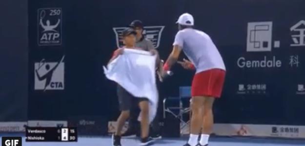 Verdasco durante su gesto hacia el recogepelotas. Foto: TennisTV