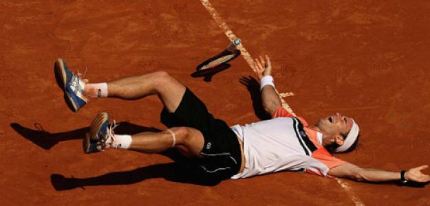 Filippo Volandri celebra su victoria ante Roger Federer en 2007. Fuente: Getty